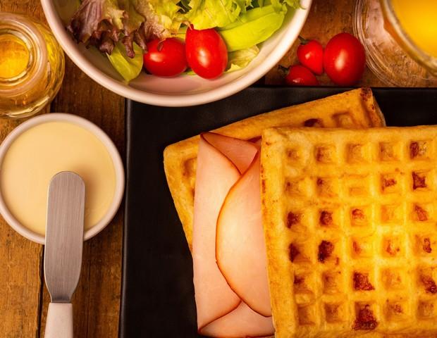Sanduíche de Waffle de Pão de Queijo (Foto: Divulgação)