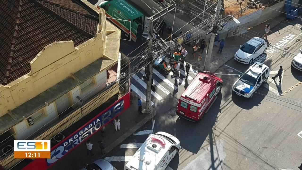 Homem é atropelado por carro em Cachoeiro de Itapemirim, ES