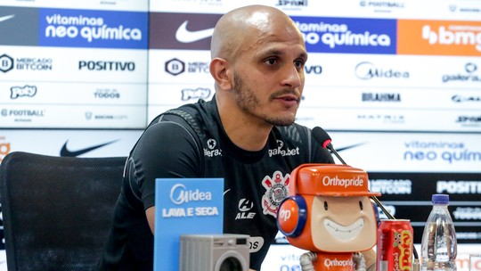 Fábio Santos revela incômodo do elenco com críticas de Marcelinho