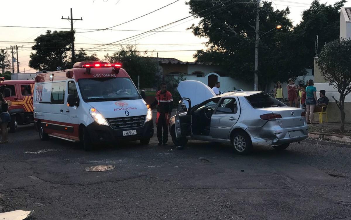 Quatro pessoas ficam feridas em capotagem de veículo em Campo Grande