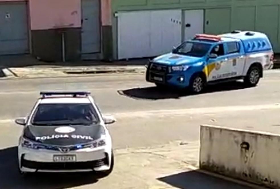 Prisão foi feita por policiais civis e militares  — Foto: Reprodução/Sandro Barra