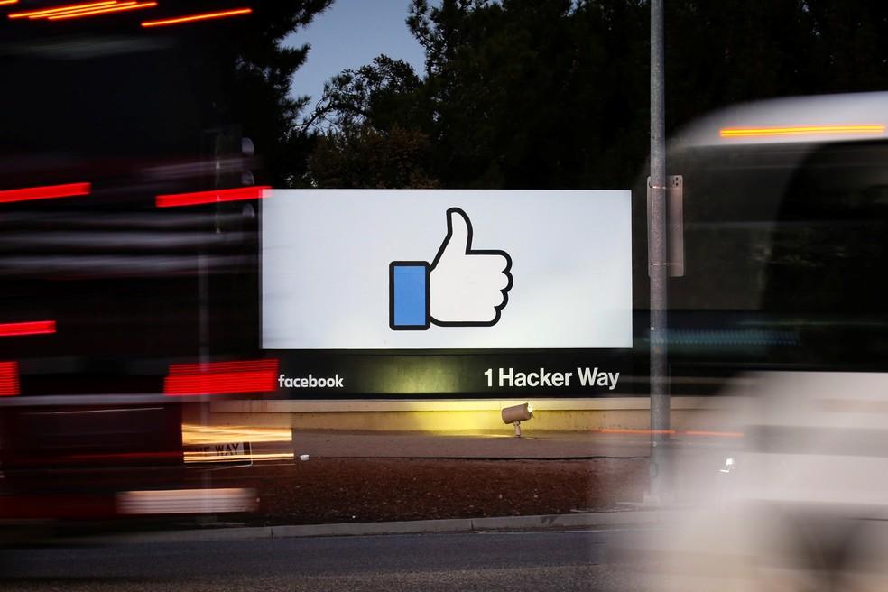 Facebook negou envolvimento com a criação do meme que compara fotos atuais com fotos de 2009. — Foto: REUTERS/Elijah Nouvelage