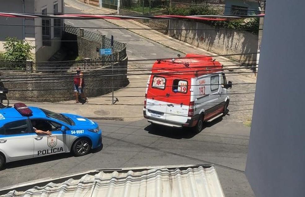 Ambulância socorre jovem baleada durante sequestro em Valença — Foto: Arquivo pessoal