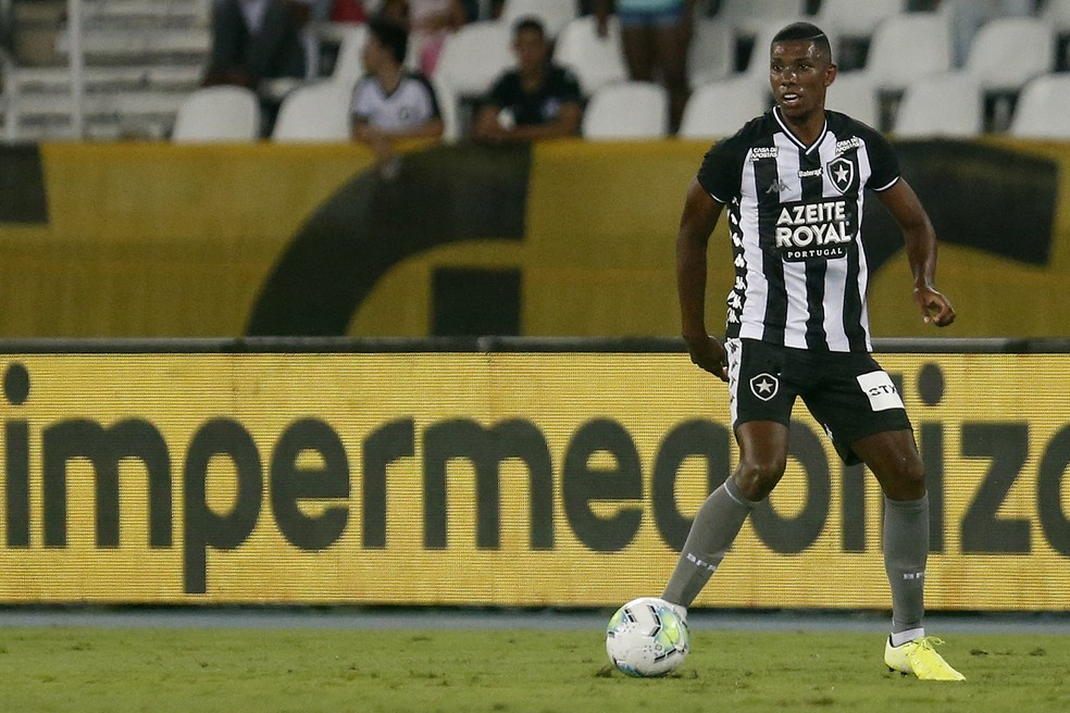 Kanu se tornou titular absoluto no Botafogo — Foto: Vitor Silva/GloboEsporte.com