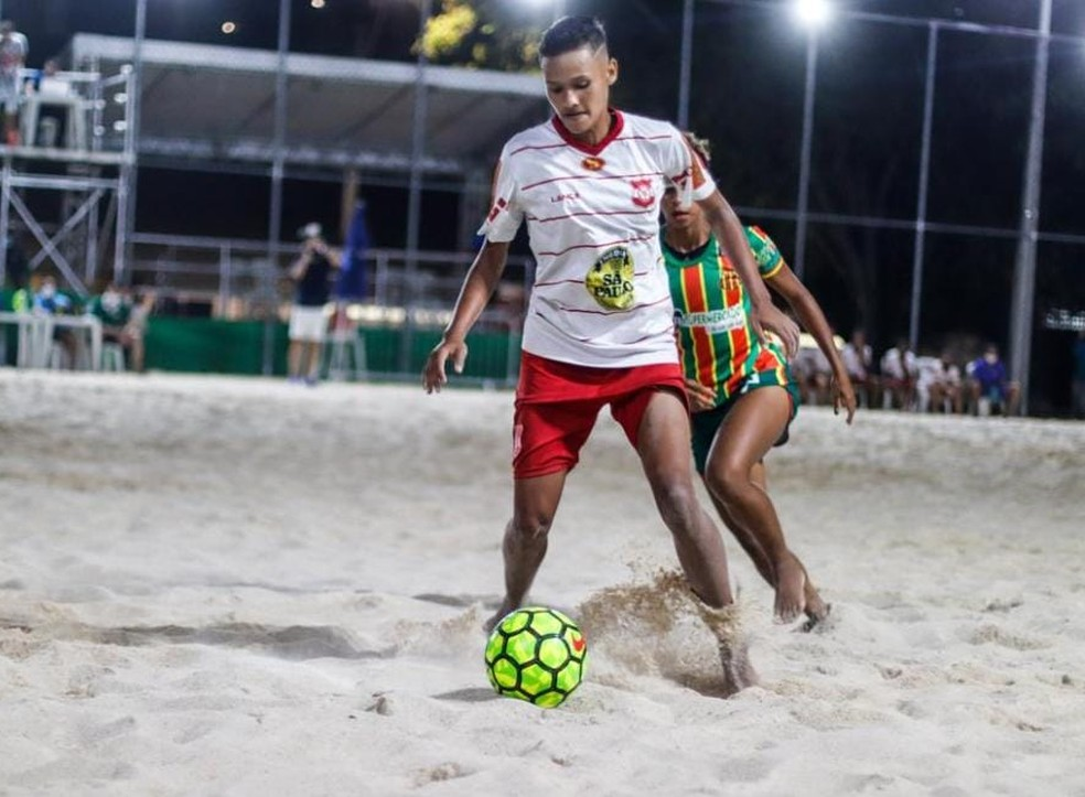 Auto Esporte e Sampaio Corrêa fizeram um jogo equilibrado, com vitória das alvirrubras nos pênaltis — Foto: Kleyvson Santos
