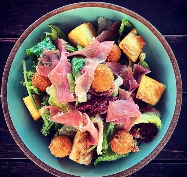 Cafe do 18 do Forte: salada abóbora e cabra crispy