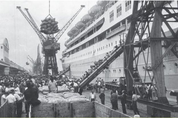 A revitalização do Porto do Rio de Janeiro foi um dos primeiros projetos apoiados pelo BNDES, na década de 1950 (Foto: Reprodução 'BNDES: Banco de História e do Futuro')