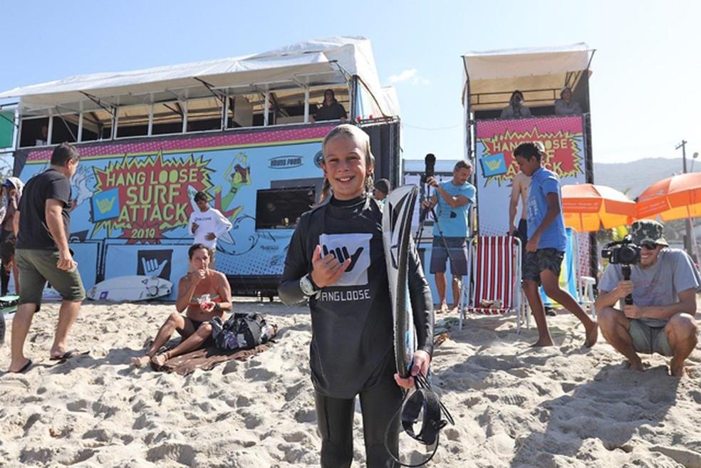 Anuar Chiah, do Paraná, venceu a categoria mais jovem do campeonato — Foto: Munir El Hage/ Surf Attack