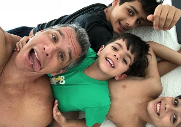 Márcio Garcia com os filhos (Foto: Instagram/Reprodução)