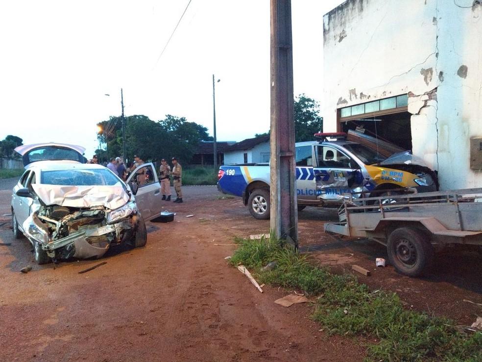 Batida foi durante fuga de suspeitos de matarem um homem (Foto: Déboca Ciani/TV Anhanguera)