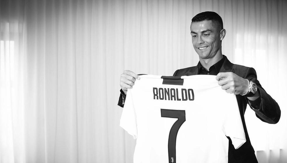 Cristiano Ronaldo e a camisa da Juventus: mau negócio? (Foto: Divulgação/Juventus)