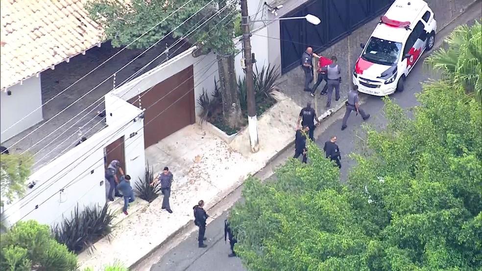 Dois suspeitos são presos em casa, na região do Morumbi (Foto: Reprodução/TV Globo)