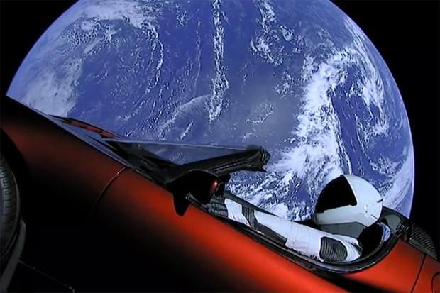 Tesla Roadster no espaço a caminho de Marte (Foto: SpaceX)