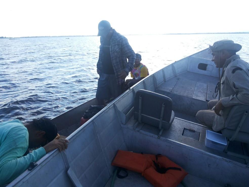 -  Pescadores resgatados pelo Corpo de Bombeiros no Pantanal de MS  Foto: Corpo de Bombeiros/Divulgação
