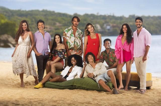 Elenco de 'Temporada de verão', da Netflix (Foto: Daniel Chiacos/Netflix)