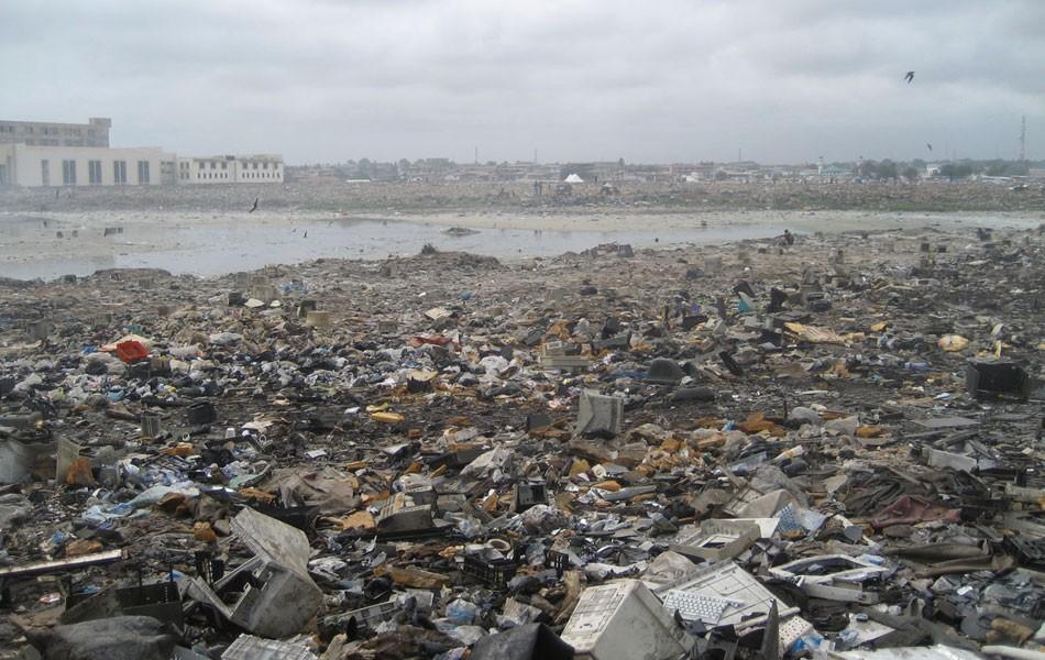 Montanha de lixo eletrônico não para de crescer no mundo thumbnail