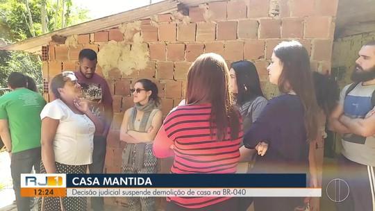 Moradores fazem ato contra demolições de casas na BR-040 em Petrópolis, RJ