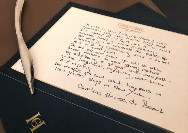No hotel, a carta de Carolina Herrera de Baez: o que acontece em Nova York fica em Nova York (Foto: Anita Porfirio)