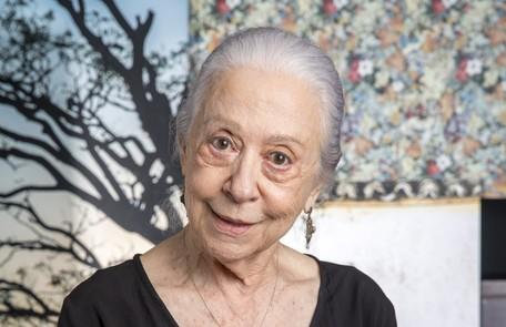 Fernanda Montenegro é Dulce, avó de Maria da Paz. Ela vai ensinar a neta a fazer bolos TV Globo