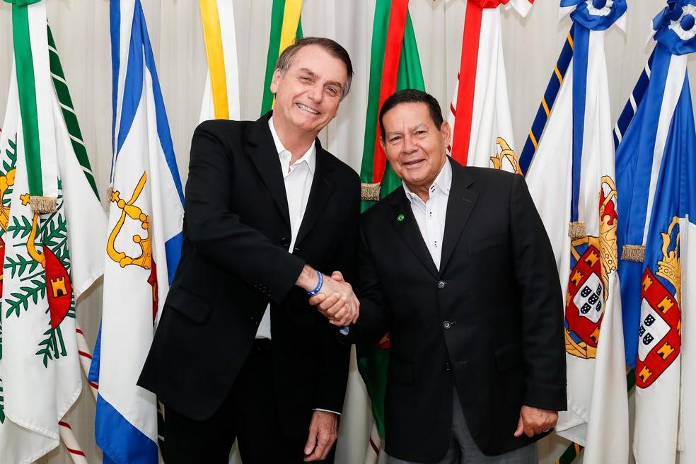O presidente Jair Bolsonaro durante transmissão de cargo para o vice-presidente, Hamilton Mourão, na manhã deste domingo (17)  — Foto: Alan Santos/Presidência da República