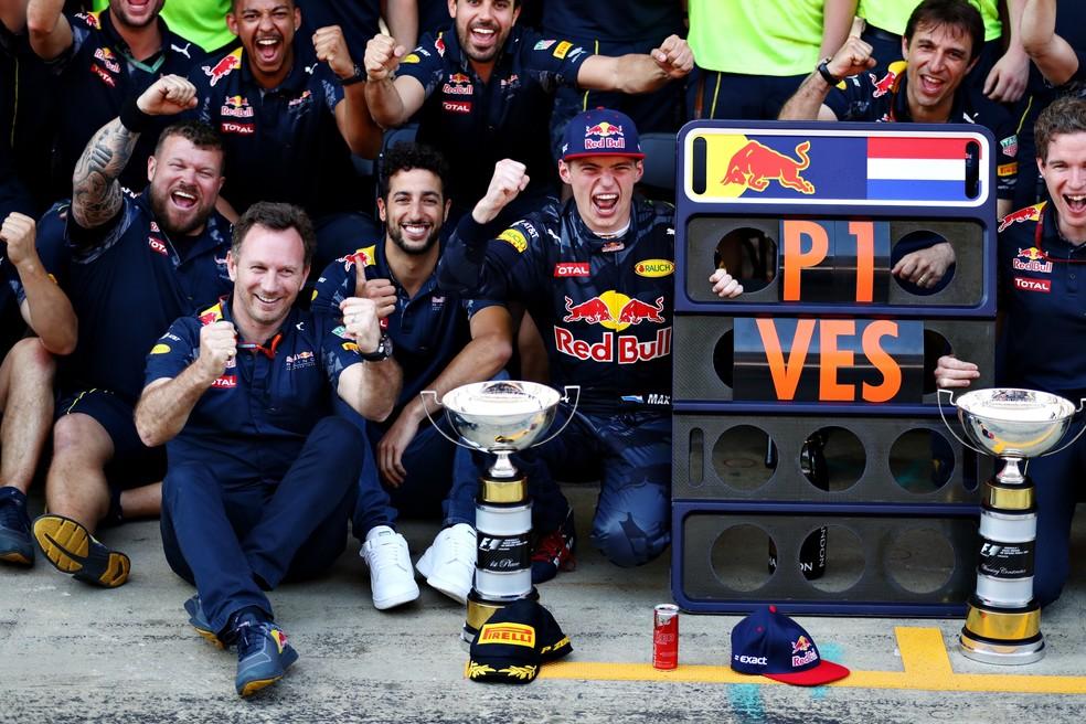 RBR comemora vitória de Verstappen no GP da Espanha — Foto: getty images