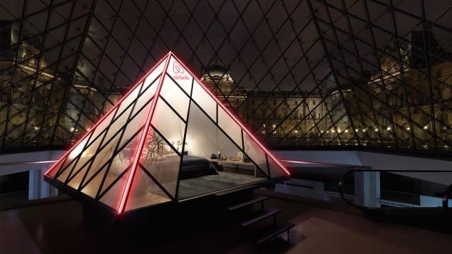 Campanha do Airbnb vai levar duas pessoas para dormir na pirâmide de Louvre, em Paris (Foto: Julian Abrams/Airbnb)
