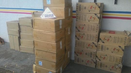 Operação apreende 12,4 mil maços de cigarros dentro de furgão em São Sebastião do Paraíso, MG