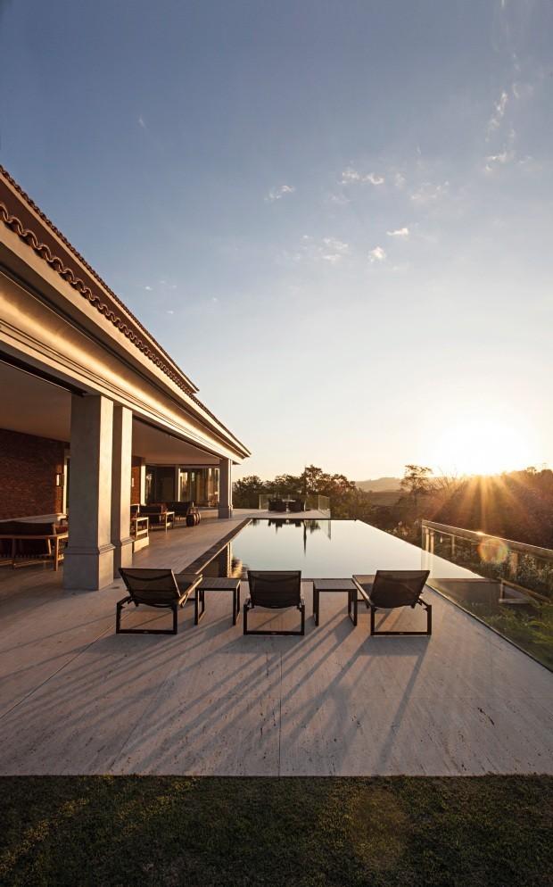 10 piscinas com borda infinita para inspirar o seu verão (Foto: Divulgação)