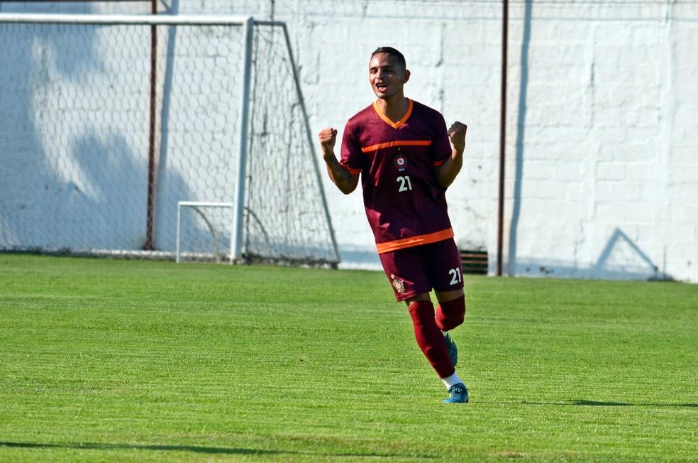 Alyson renovou com o Boa Esporte (Foto: Régis Melo)