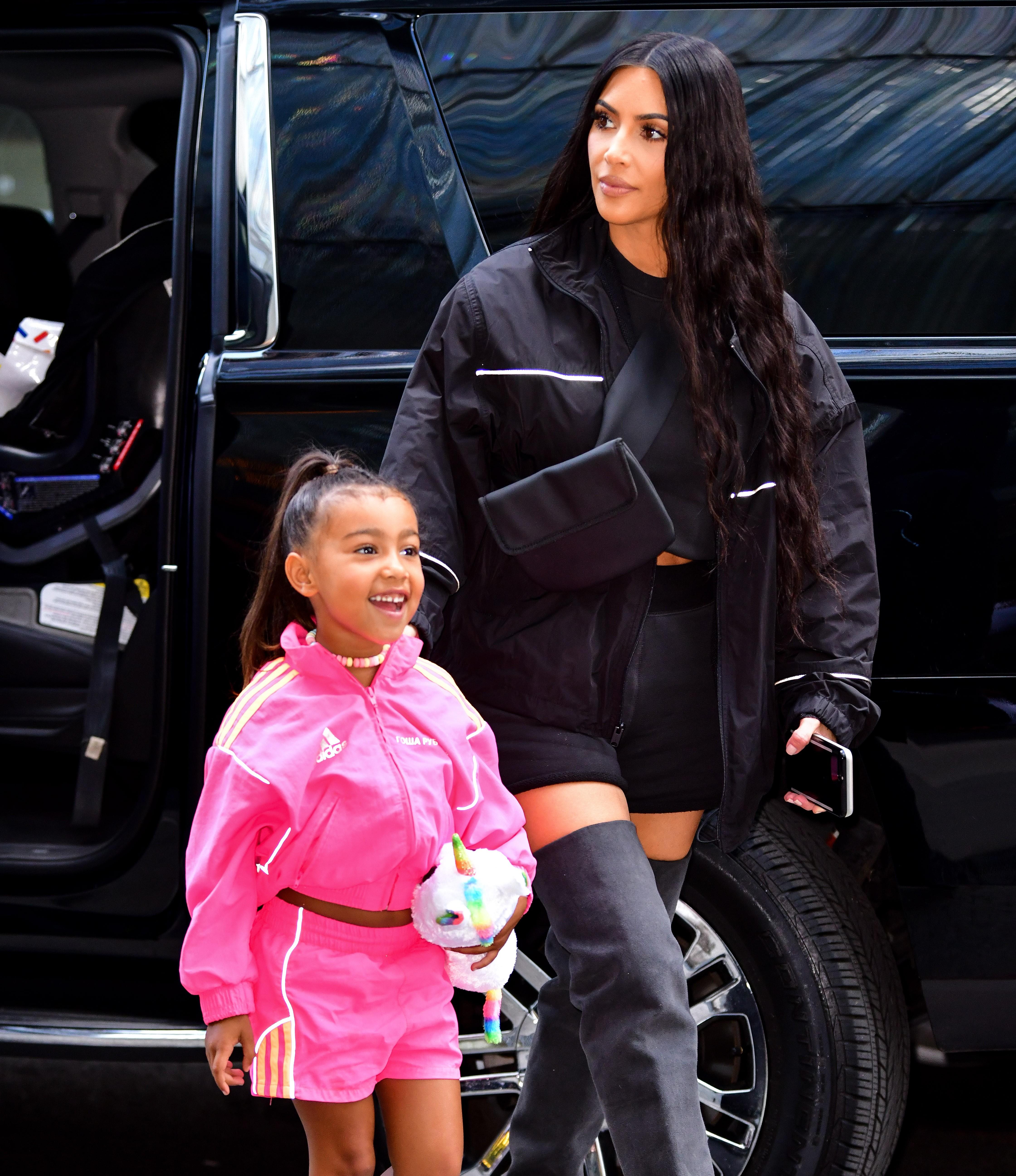 A socialite Kim Kardashian com a filha, North Kardashian West  (Foto: GC Images)