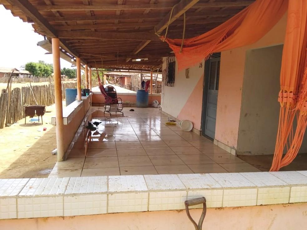 Homens foram mortos na varanda de casa, na zona rural de Upanema  — Foto: Polícia Civil do RN/Divulgação