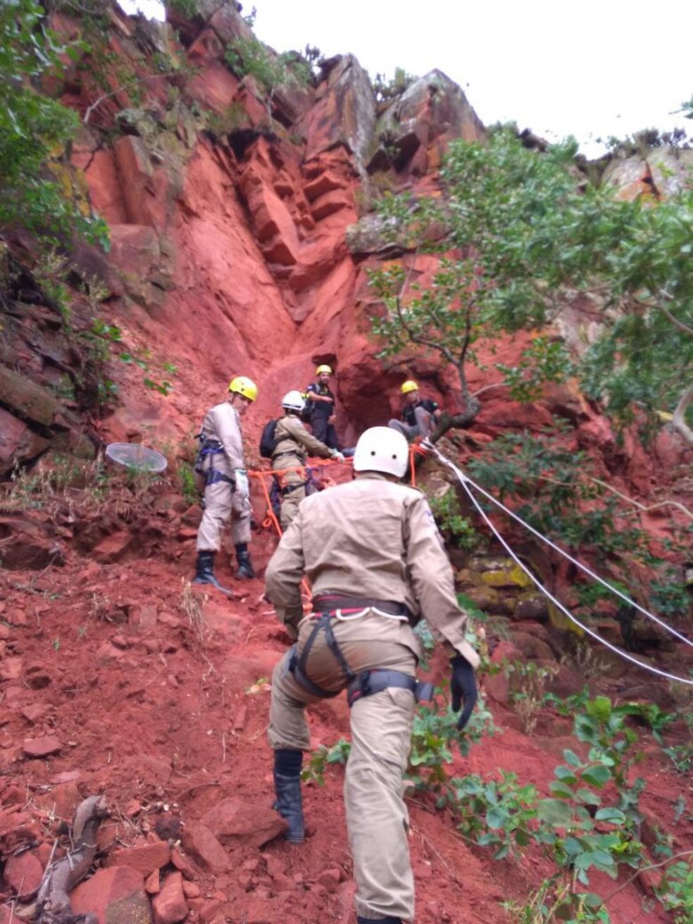 Ossadas foram recolhidas pelo Corpo de Bombeiros (Foto: Polícia Civil-MT/ Divulgação)