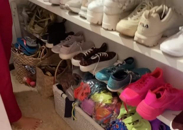 Rafa Kalimann abre closet de sapatos (Foto: Reprodução/YouTube)