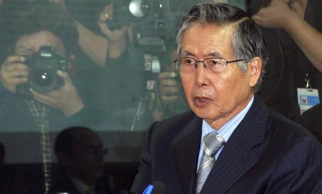 Alberto Fujimori ouve leitura de sentença à prisão por corrupção