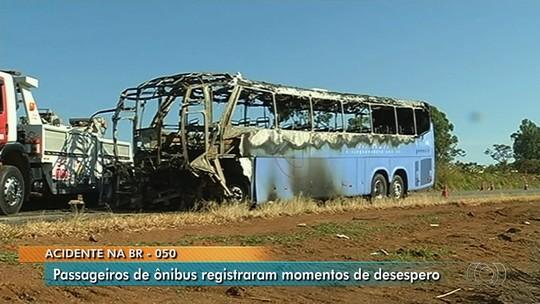 Vídeo mostra incêndio em acidente que matou motorista de caminhonete e feriu 13 pessoas em ônibus, em Catalão