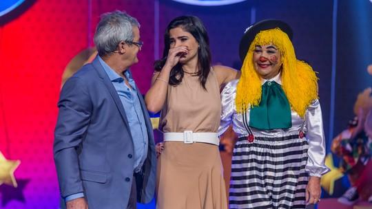 Vanessa Giácomo vai às lágrimas ao relembrar da mãe em show da família