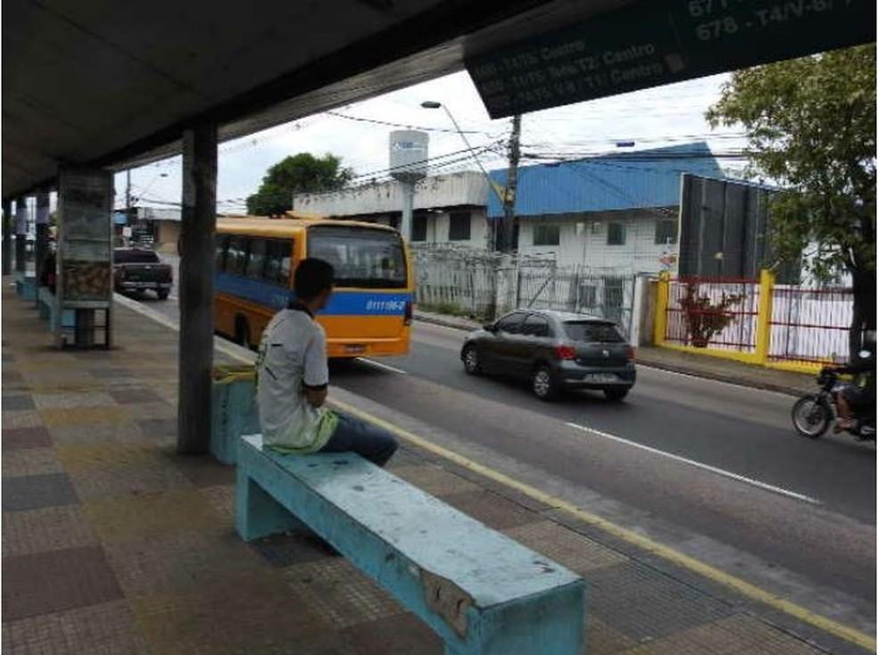 Estudante Eric Silva reclamou da falta de ônibus em Manaus (Foto: Adneison Severiano/G1 AM)