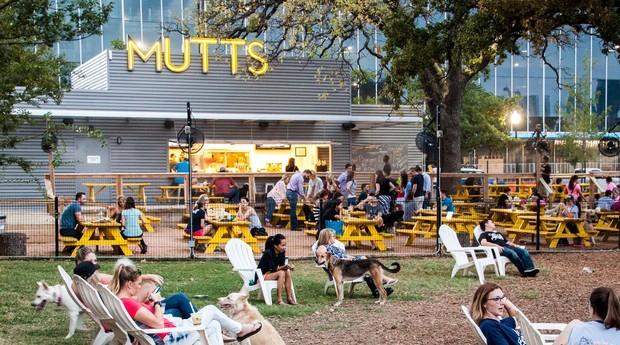 Fachada do restaurante Mutts: cachorros sempre são bem-vindos no restaurante (Foto: Divulgação)