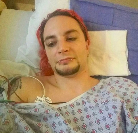 O wrestler norte-americano Shawn Phoenix no hospital (Foto: Instagram)