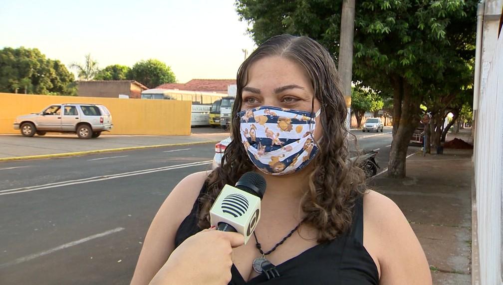 A professora Lucinete Lopes dos Santos conhece bem a rotina pacata — Foto: Reprodução/TV Fronteira