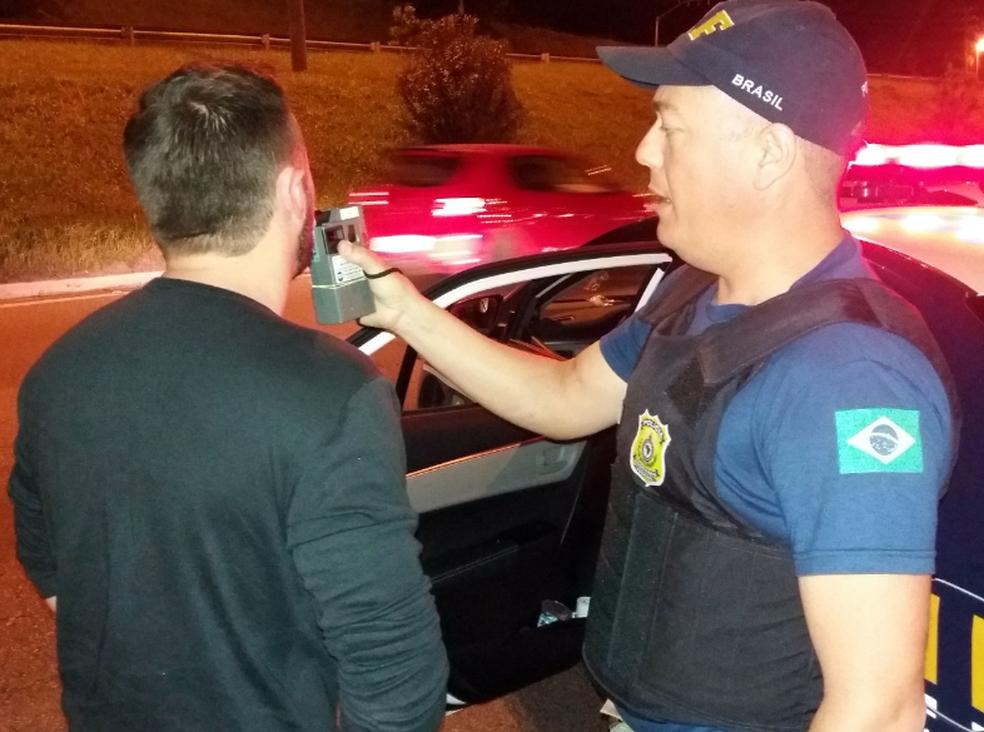 Motoristas serão submetidos a testes do bafômetro (Foto: PRF/Divulgação)