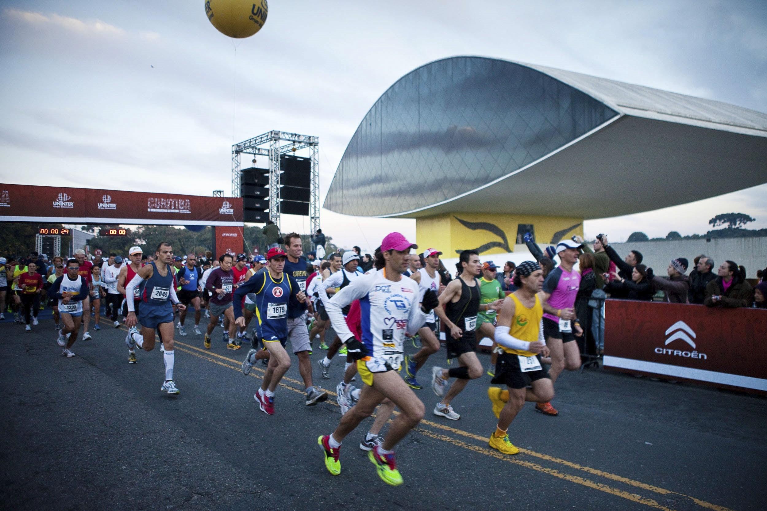 Maratona de Curitiba terá bloqueios no trânsito em várias ruas neste domingo