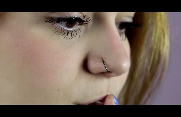 A youtuber também furou o nariz (Foto: Reprodução)