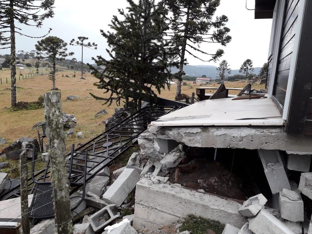 Raio provoca explosão na canalização de gás em pousada de Urubici - Notícias - Plantão Diário