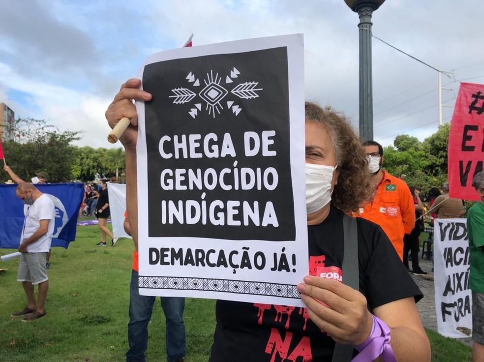Manifestantes protestam contra governo Bolsonaro e a favor da vacina na Praça da Saudade, Centro de Manaus, neste sábado, 3 de julho de 2021. Ato teve início às 16h — Foto: Matheus Castro/G1 AM