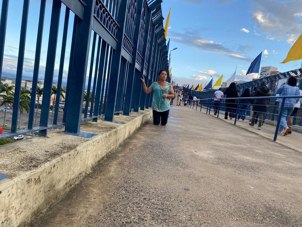 Zenilda Aparecida saiu de MG para visitar Santuário de Aparecida no 12 de outubro — Foto: Poliana Casemiro/ g1