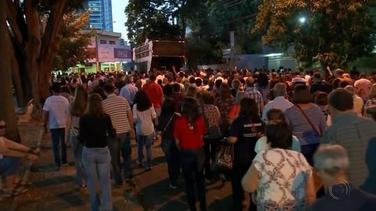 Fiéis enfeitam ruas do noroeste paulista em comemoração ao dia de Corpus Christi