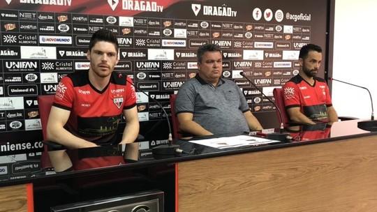 Atlético-GO apresenta goleiro Kozlinski e atacante Gilsinho