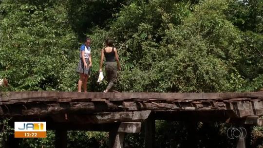 Ponte de madeira recebe reforma após acidentes na zona rural de Porto Nacional