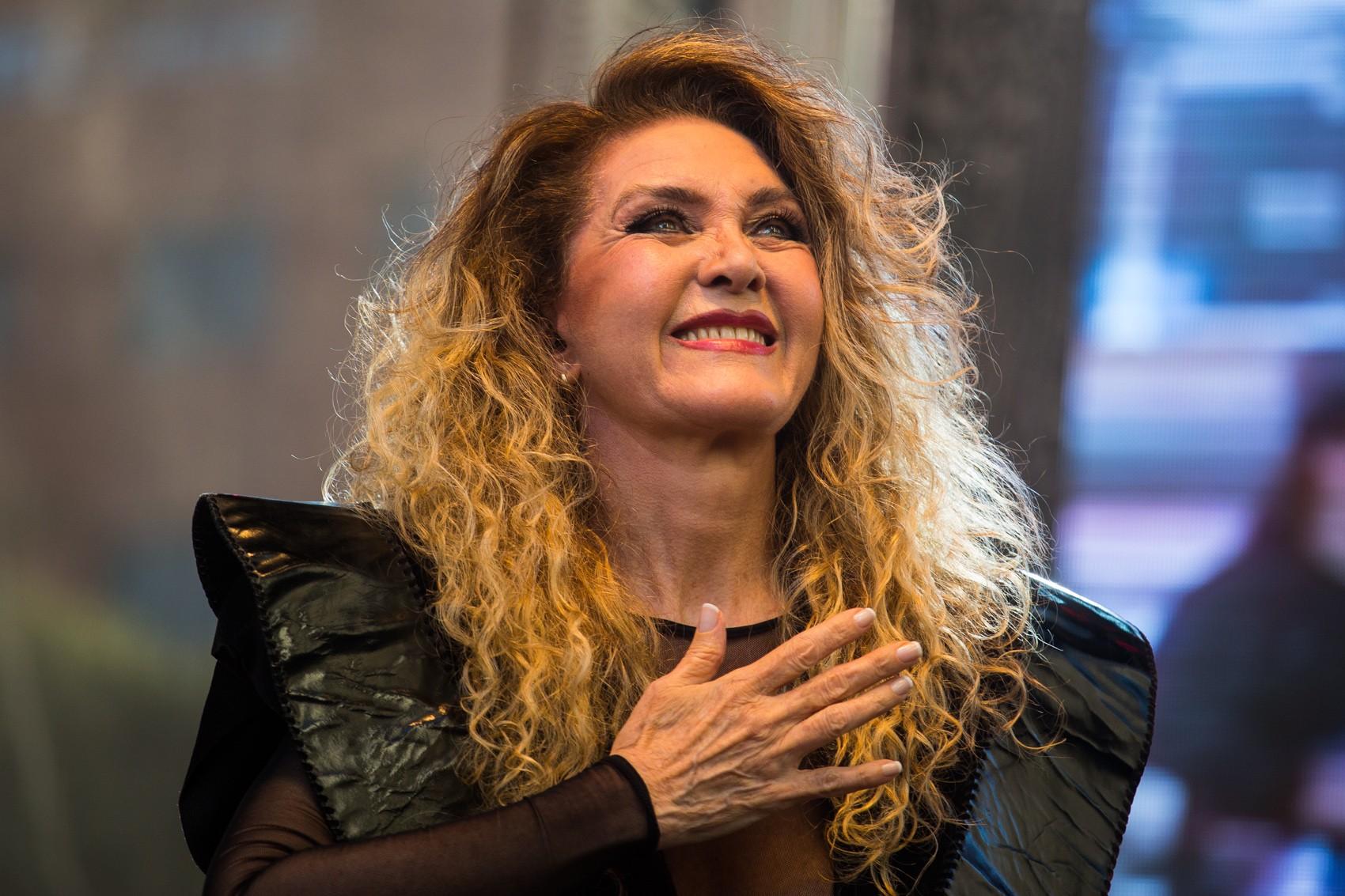 Wanderléa cai no choro ao gravar o primeiro álbum em cinco anos